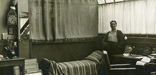 Léopold Lévy dans son atelier, rue d'Assas
